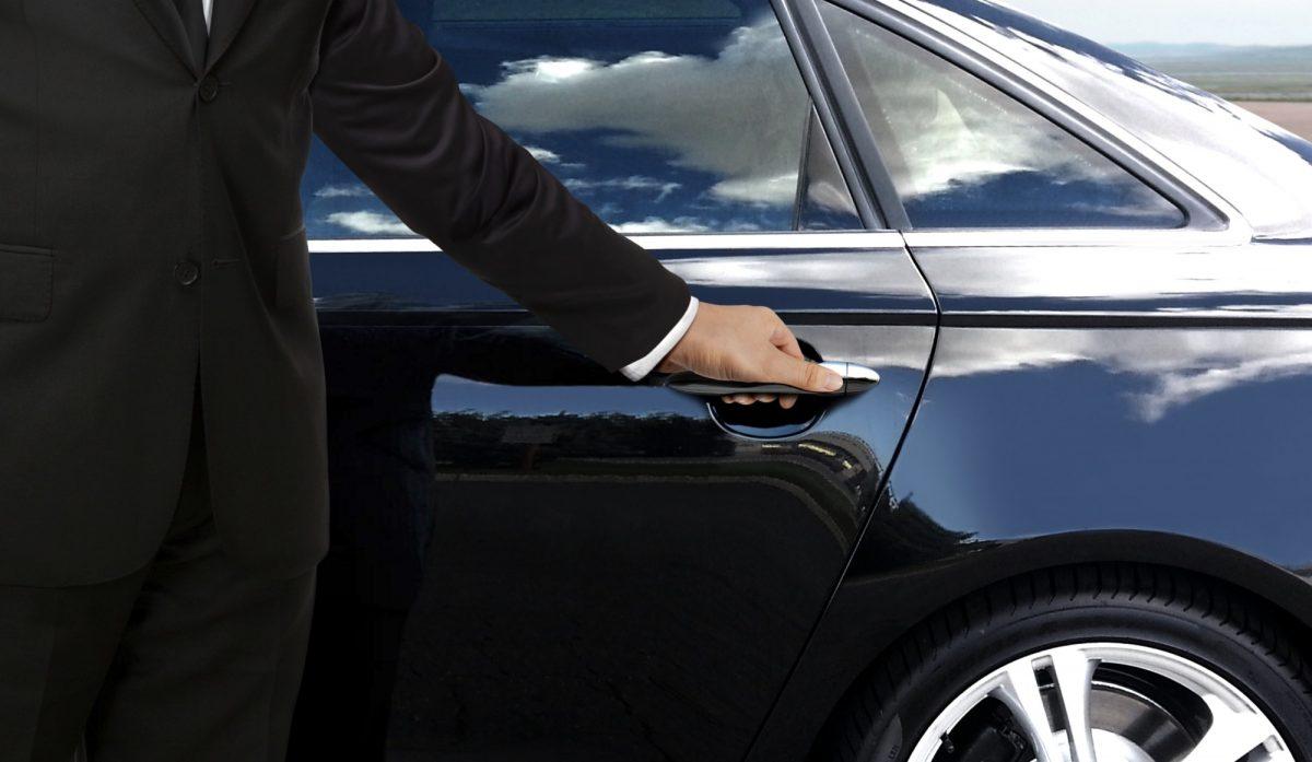 Hiring a Professional Car Service vs Ride Sharing