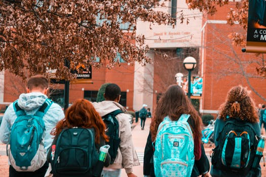 5 Reasons Your School Group Should Book a Charter Bus